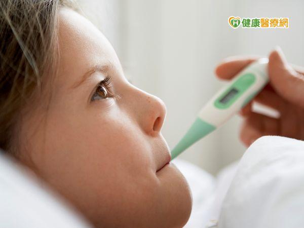 孩童腹痛合併發燒小心恐是肺炎徵兆...