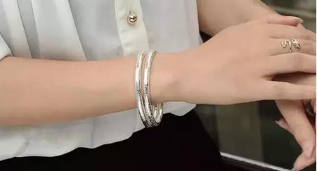 女人佩戴銀飾好恐怖!看看身上帶的銀手鐲亮亮的就代表你很健康,...
