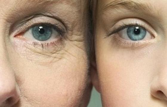 50至59歲是人體急劇衰老期,一定要多吃這兩種水果,現在剛好...