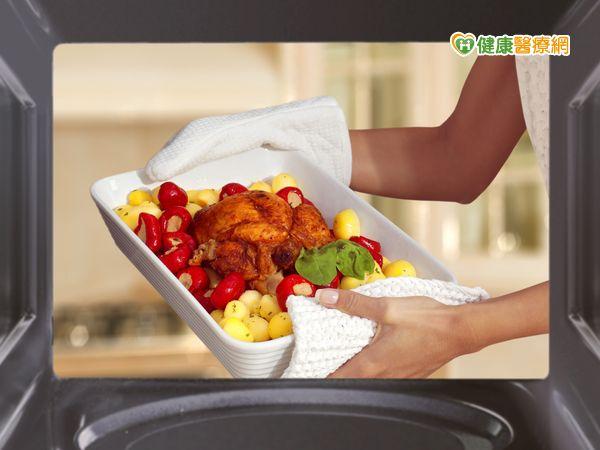 微波爐保留更多營養素忌用有色容器...