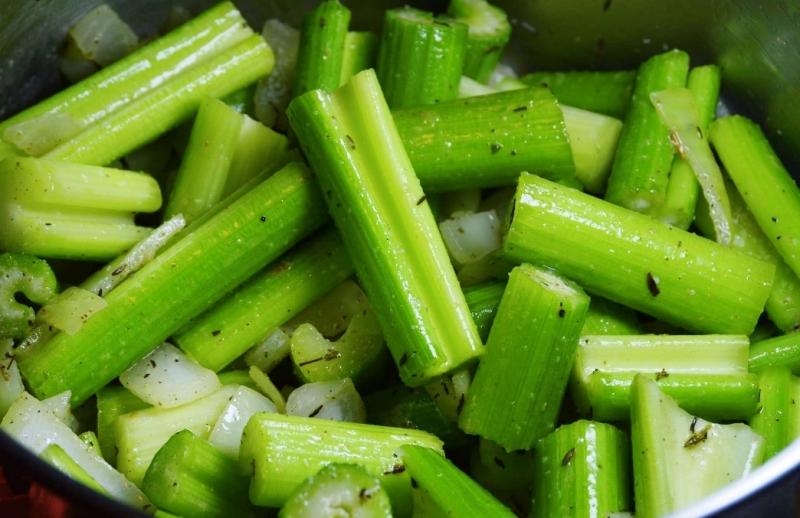 常吃「芹菜」的人都嚇到了!竟然會....完全不敢相信啊!...