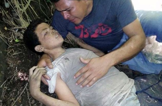 男孩被歹徒命令去殺死一名司機,不照做就殺死他…父知道兒子『這...