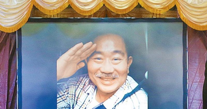 他縱橫演藝圈30多年,賣涼麵養家餬口,58歲病逝欠債纍纍!想...
