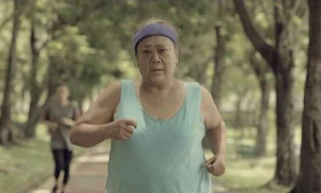 胖婦人某天突然開始地獄訓練,就算累暈也要甩掉20公斤肥肉…真...