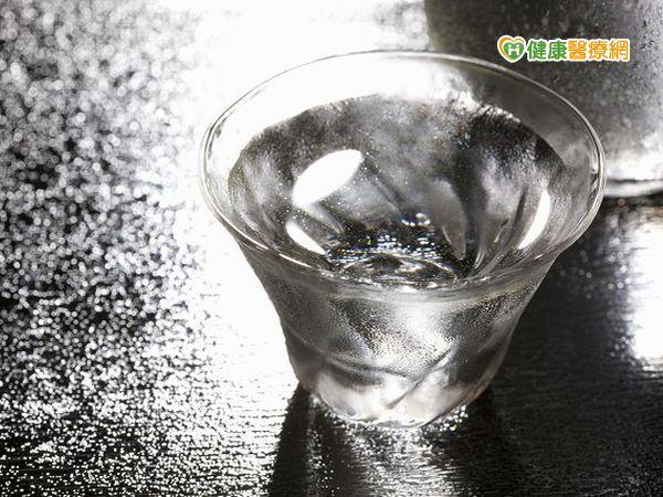白開水最好高血壓腎臟病互為影響...