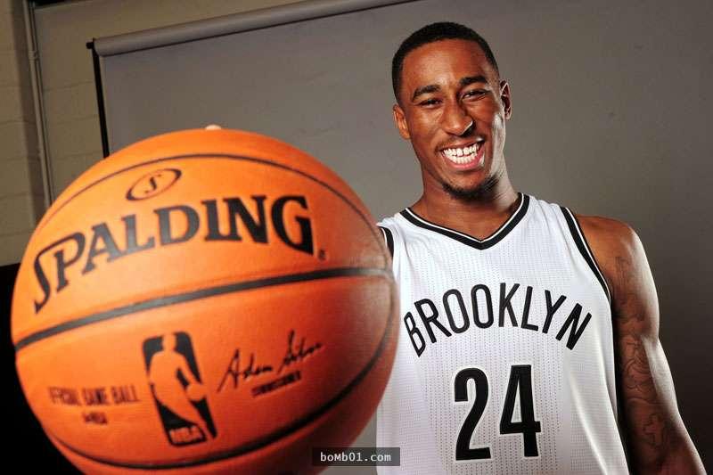 20歲的他簽下NBA的合約後,不是先買東西給自己…而是立馬實...