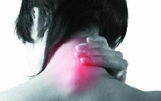 只要三分鐘就能趕跑頸椎病!紓緩肩頸酸痛的有效方法,這每個人都...