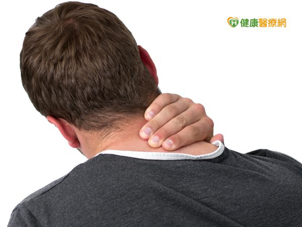 出現水牛肩問題透過物理治療有效紓緩...