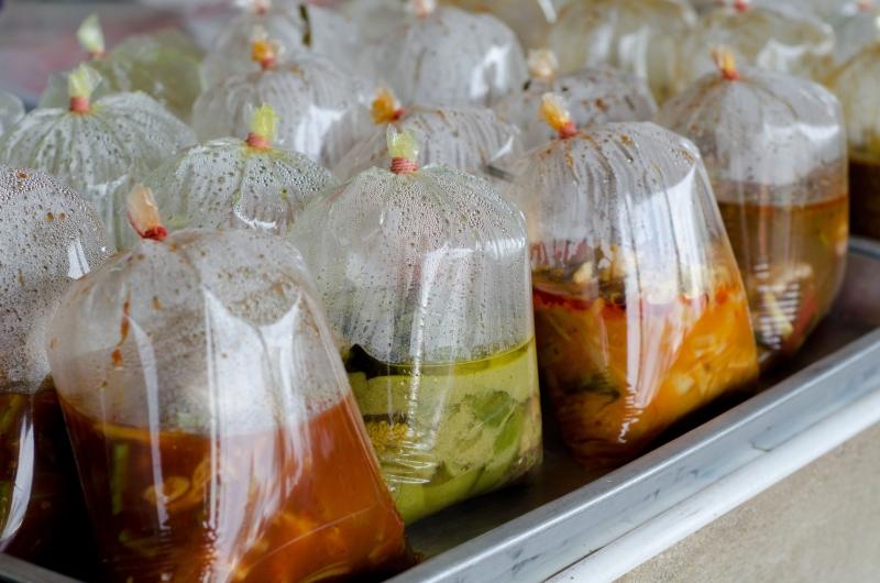 塑膠袋裝熱食的危機,你知道嗎?...