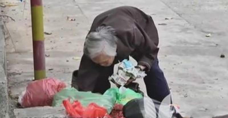 90歲老太太住別墅卻整天在街上撿垃圾!教授女兒說出真相讓人心...