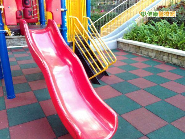 磨石溜滑梯太危險?專家:增童嘗試勇氣...