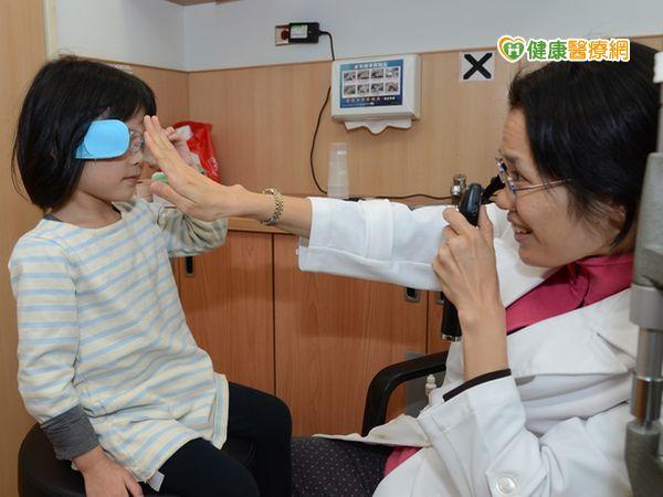 幼童常跌倒竟是弱視及早矯正可痊癒...