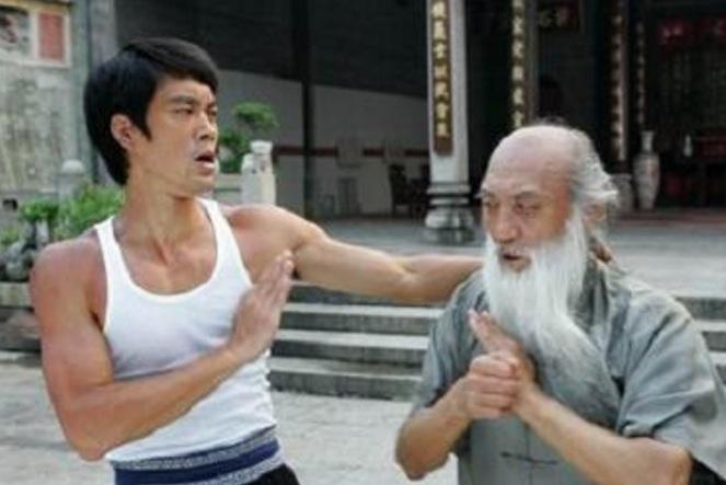 他的醉拳勝過成龍,狠鬥李連杰完全輕而易舉,一代武術家不幸病逝...