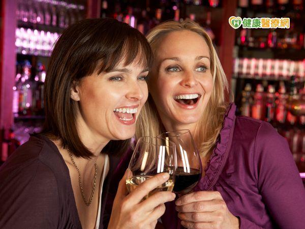 更年期婦女適度飲紅酒可防骨鬆...