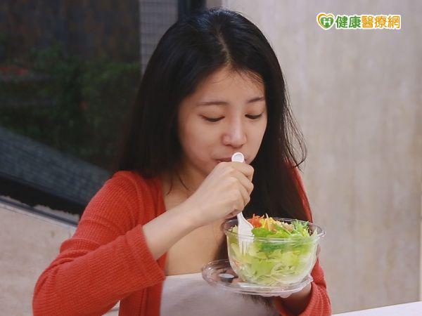 孕婦愛吃生菜沙拉寶寶出生染菌引發腦膜炎...