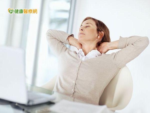 長期使用3C肩頸手痛、頭痛、失眠都上身...