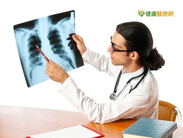 呼吸困難、易骨折?原是骨質疏鬆症導致...