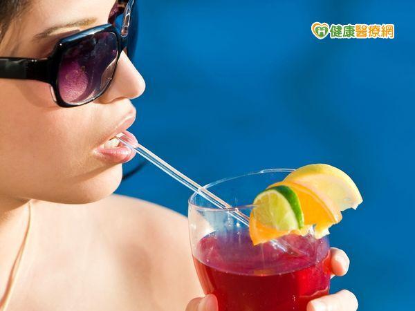 夏天烈陽酷熱喝含糖飲超傷心...