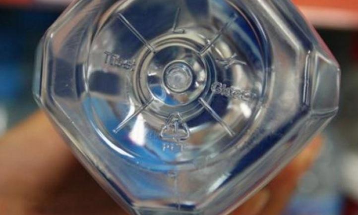 一女童用同一個礦泉水瓶喝水喝了一年得癌症過世了...礦泉水瓶...