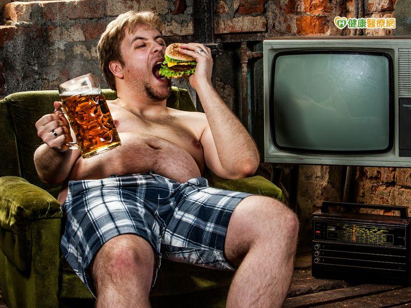 啤酒肚、小腹婆死亡率高2倍...