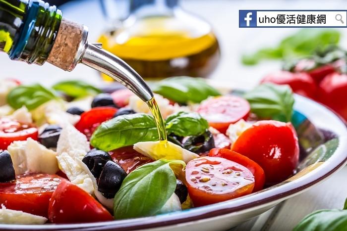 每日攝取食用油不足3茶匙,反而引起囤積體脂肪、脂肪肝及高血壓...