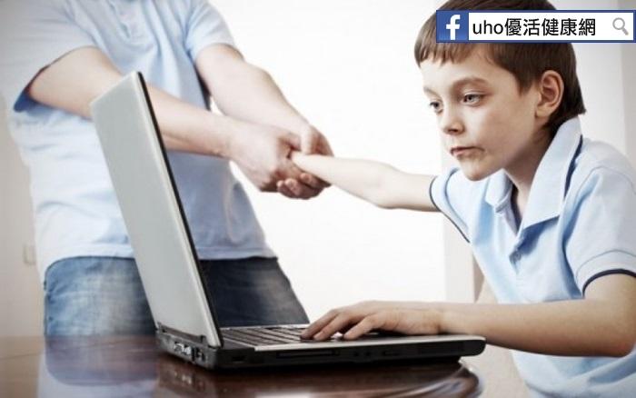 「網路成癮」竟然會忘了自己是誰!面對「青少年」使用新科技,家...