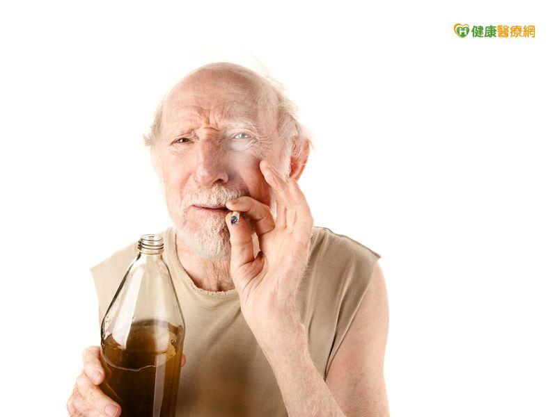 老菸槍喘咳痰不是氣喘原是慢性阻塞性肺病...