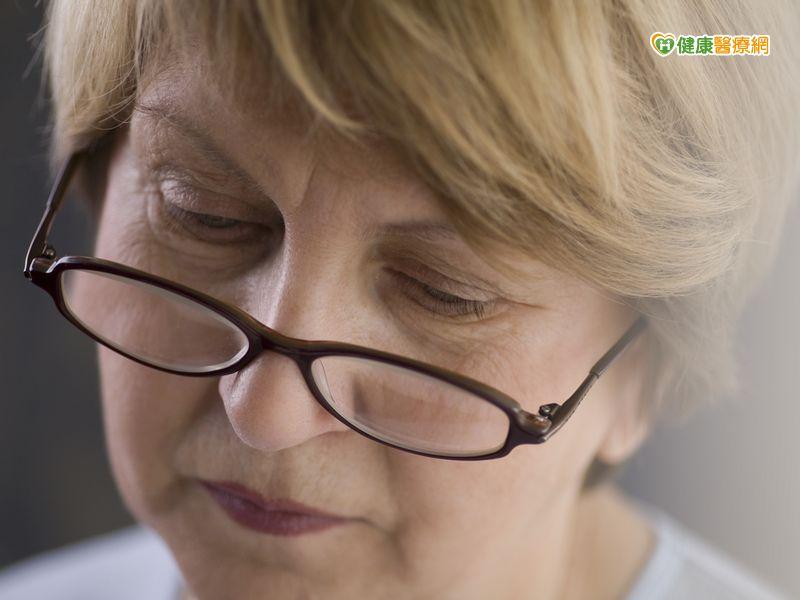 視力下降、視覺扭曲當心視網膜黃斑部皺摺...