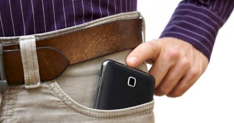 別再把手機放口袋了!不但會害男生「減精」,對女生更有意想不到...