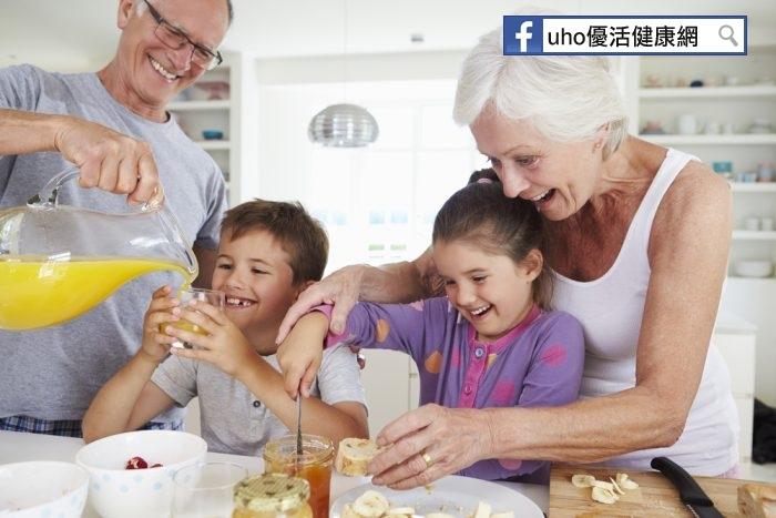 爺爺奶奶帶孫子,近40%天天喝飲料掌握2要2不建議最優...