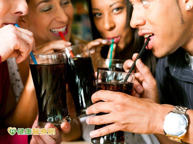 喝零卡飲料也會增加糖尿病風險...