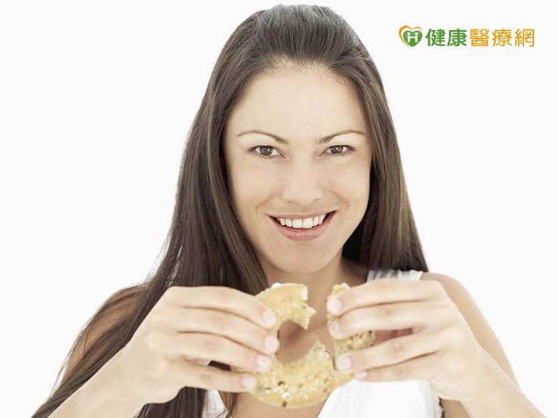 女性月經前容易亂吃東西...