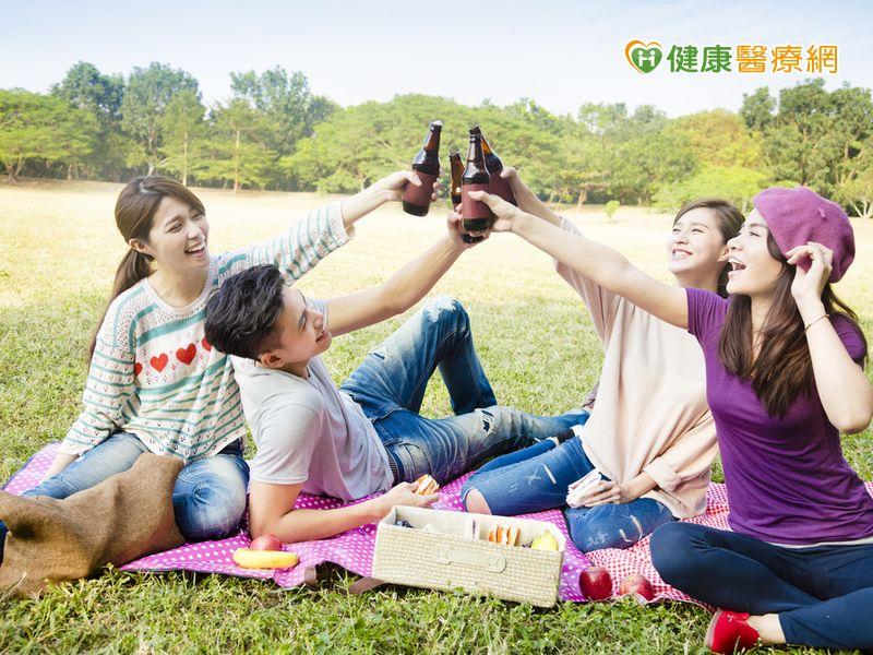 適量喝酒有助維持好膽固醇濃度?...