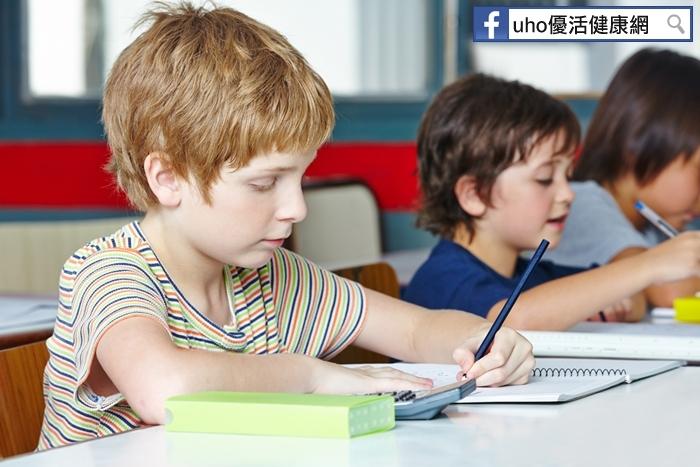 別再叫你的小孩從左撇子改到右撇子了!他的大腦恐不平衡,且會有...