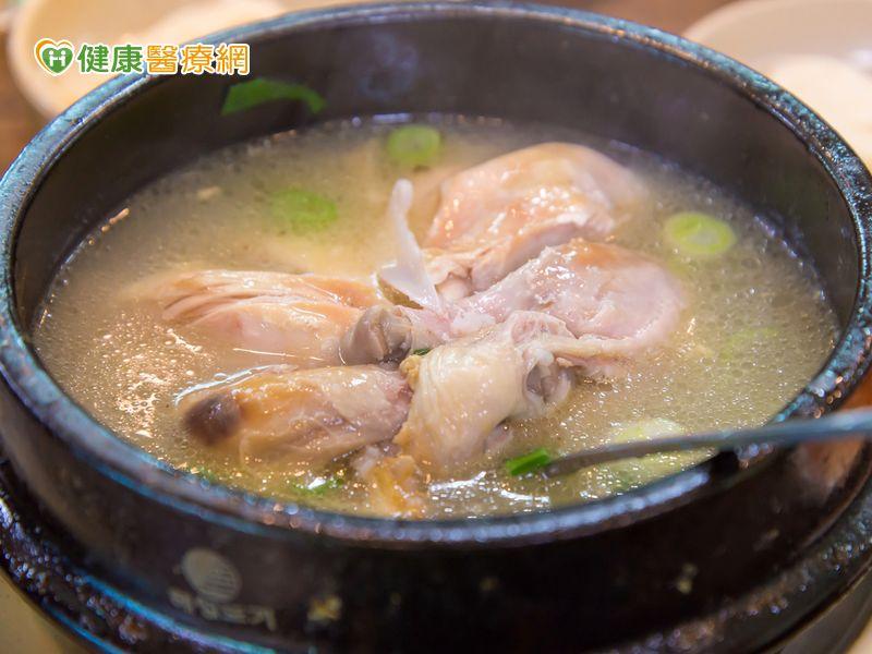 喝雞湯、吃辛香料有助預防及紓緩感冒...
