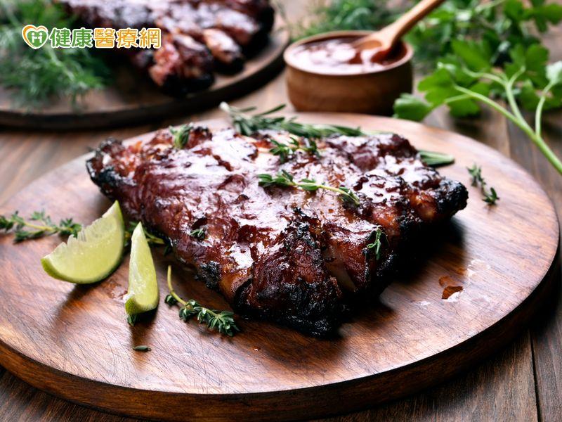 紅肉吃太多容易得憩室炎...