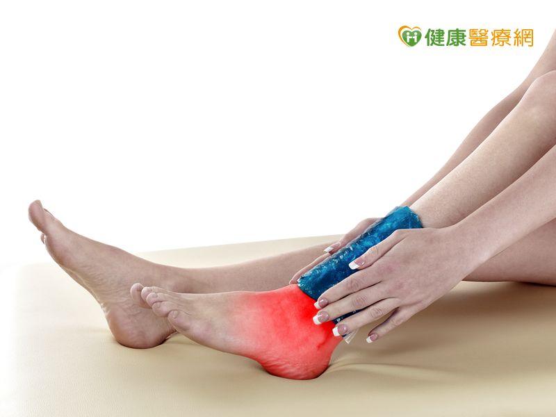腳踝扭傷到底冰敷還熱敷?這樣做才好得快...