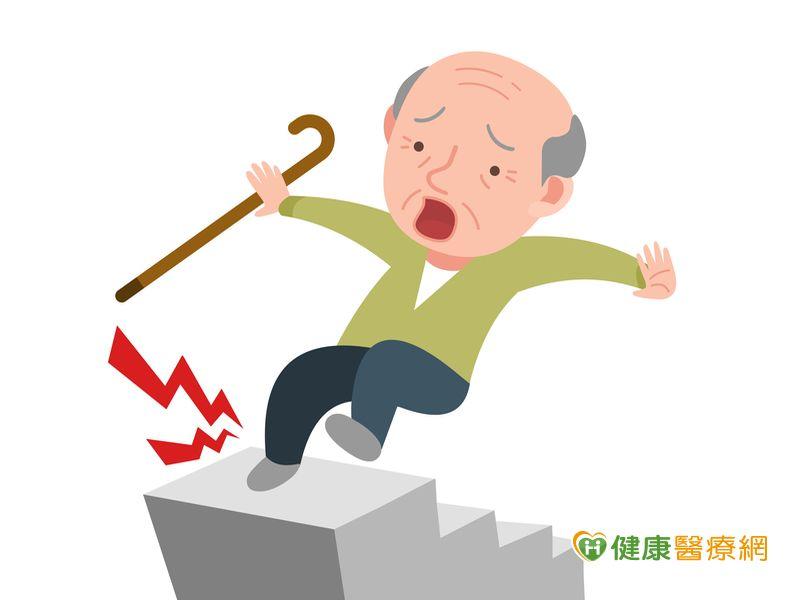 辜成允摔傷辭世醫:從樓梯摔落先護頭才能保命...