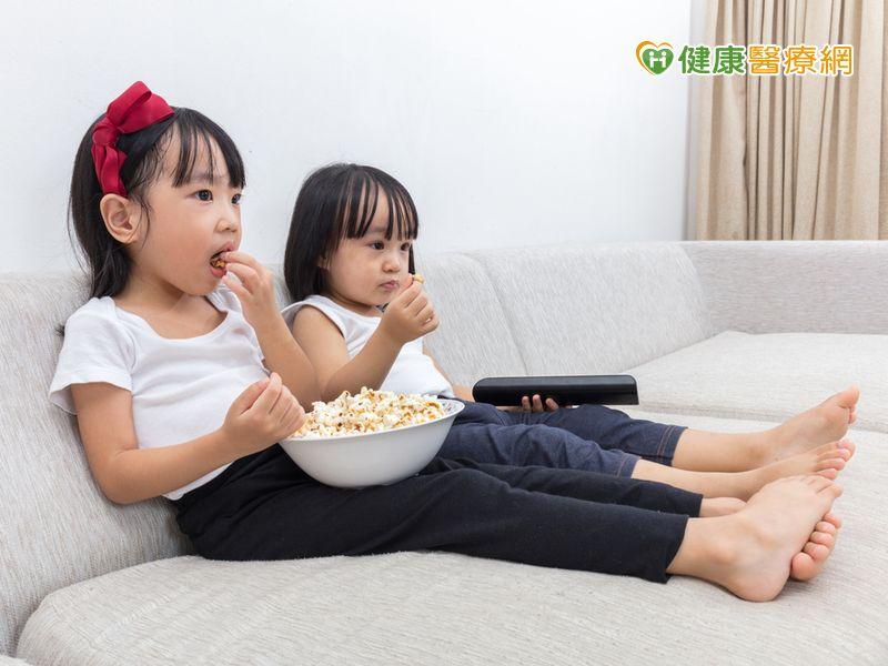 看電視時間逾2小時兒童肥胖增1.9倍...