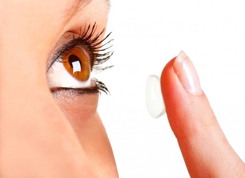 高用眼時代來臨,5成國人配戴隱形眼鏡超過12小時!專家:選用...