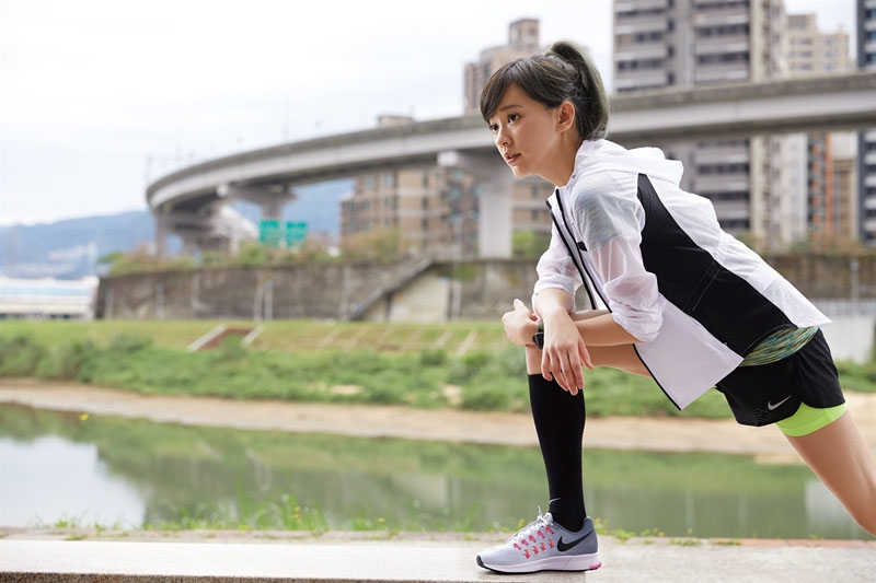 跑出妳的第一步!陳意涵「女神級美腿」秘訣:跑步後一定要做這3...