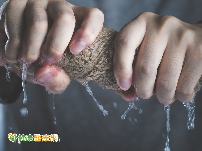 扭毛巾就痛運動治療改善媽媽手...