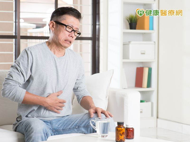 連吃胃藥2個月男子竟升級2罩杯...