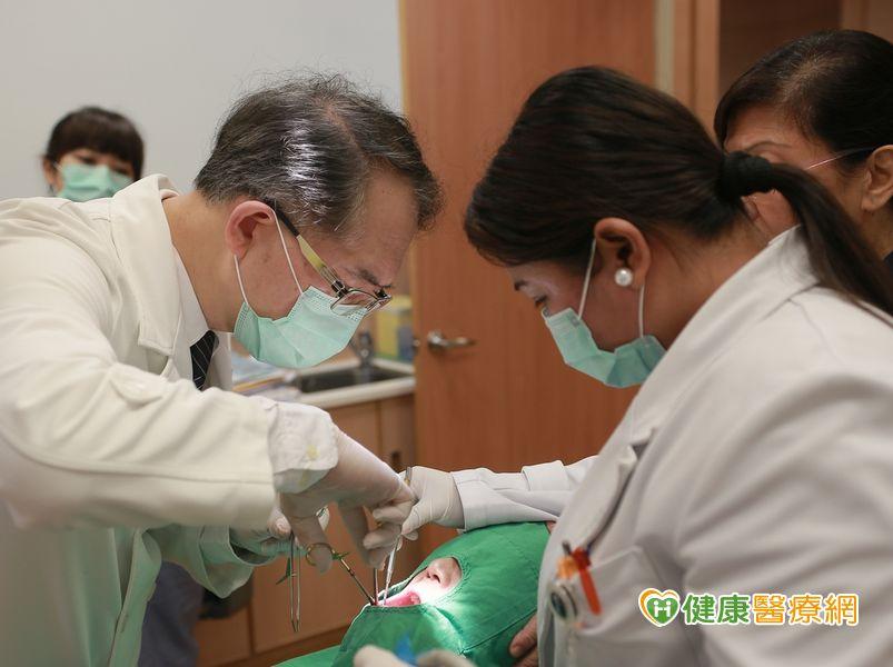 菲女下巴長巨大腫瘤來台切除3D重建下巴...
