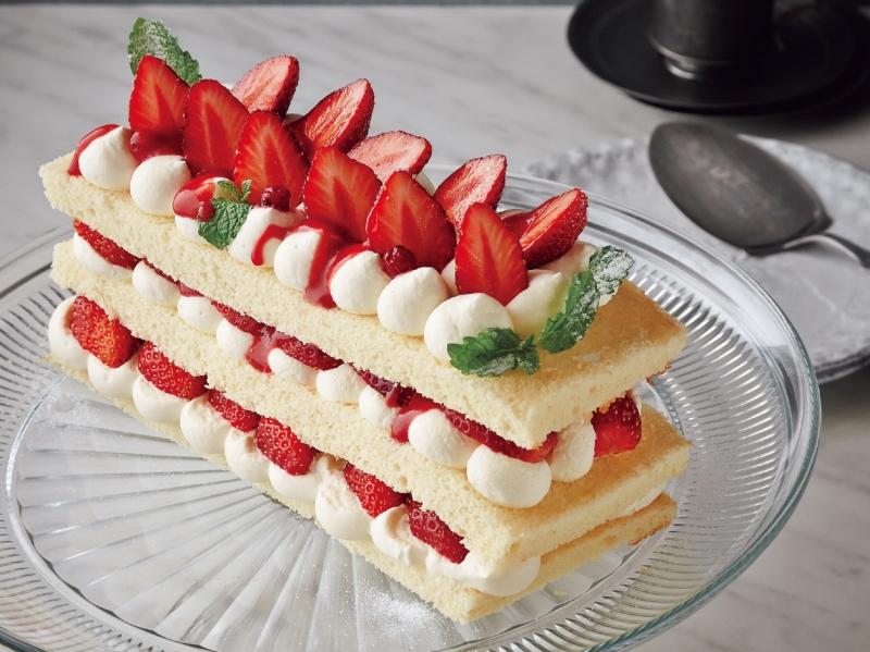 簡單易學!幾個步驟,在家也可以做出香甜溫和的《草莓牛奶蛋糕》...