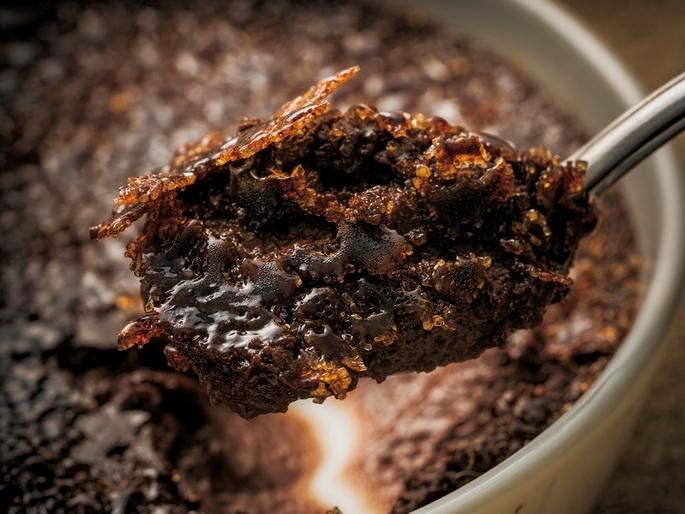 濃郁的巧克力滋味佐以些微蘭姆酒香氣《巧克力焦糖布丁》邀您一同...