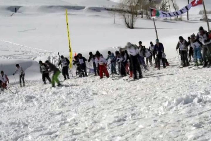 高山擋戰火阿富汗滑雪挑戰賽象徵團結...