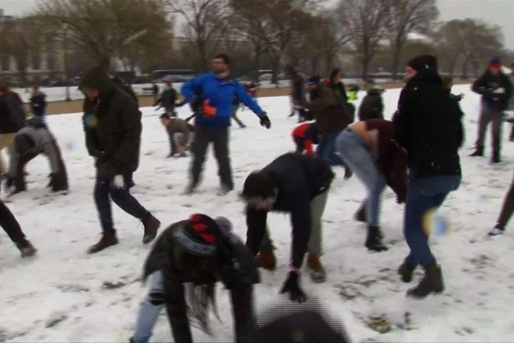 美國華府下大雪「打雪仗」成另類運動...