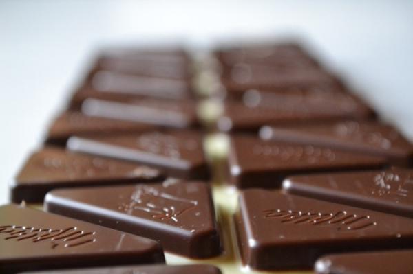 適量攝取「黑巧克力」也可以變白!五種美白食物,妳一定要記住~...