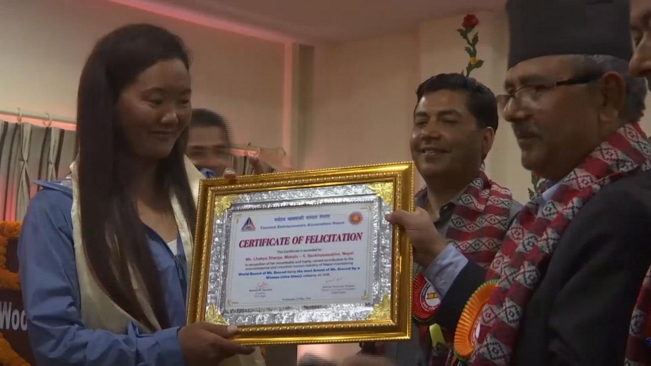 雪巴族女性拉卡帕9度攻頂聖母峰創紀錄...